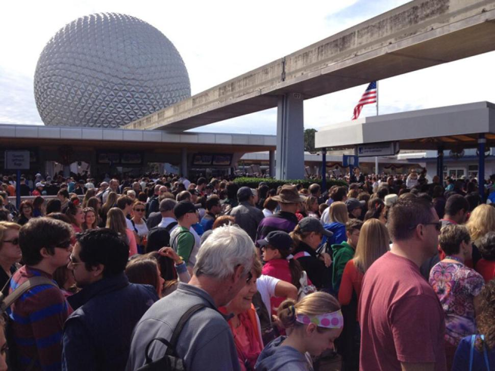 epcot-center-lotado