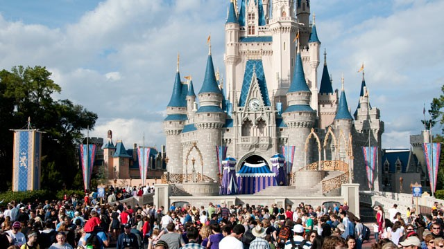 magic-kingdom-lotado