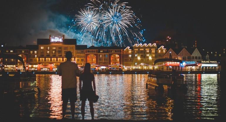 fireworks-1095378_960_720