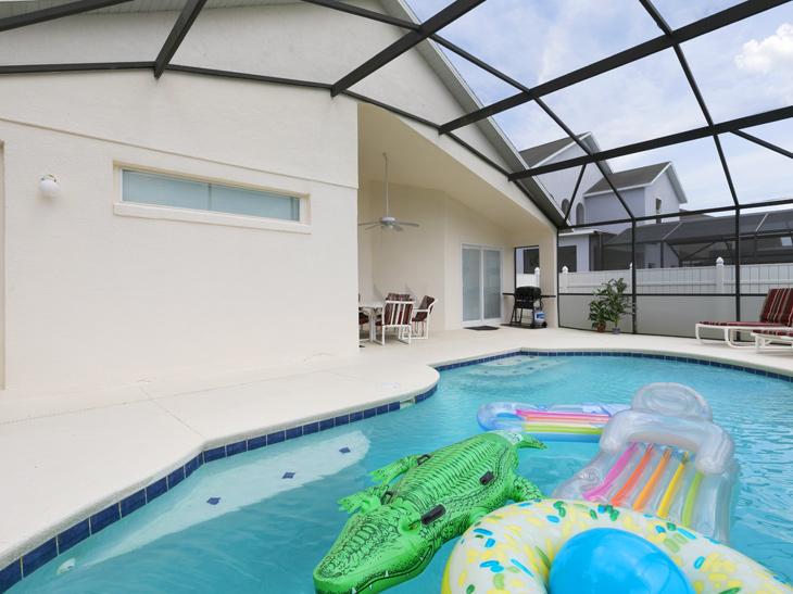 Casa na Disney com piscina de frente para o lago